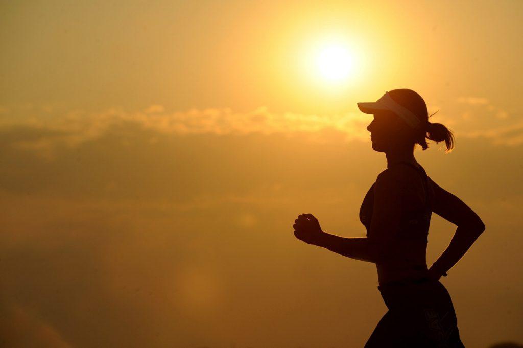 Kellemes a futás a természetben, de otthon, futópad használatával időjárástól függetlenül is futhatsz