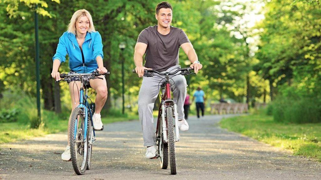 Kerékpározás a szabadban használt szobabicikli
