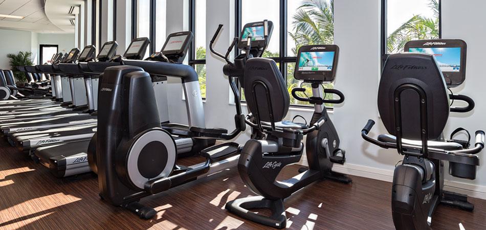 Life Fitness használt futópad, ellipszis tréner, elliptika, szobabicikli