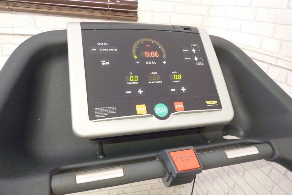 Technogym Excite Run 500i használt futópad képernyő panelje