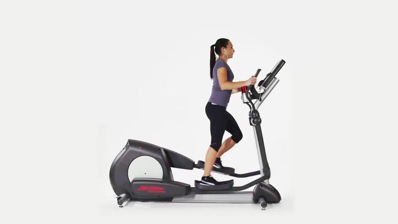 Life Fitness használt elliptikus tréner használatban