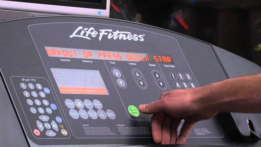 Life Fitness futópad konzolja