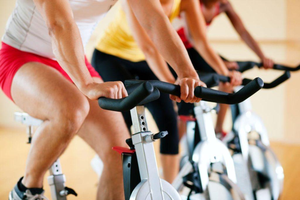 A szobabicikli és a spinning kerékpár egyaránt hatékony kardió eszköz