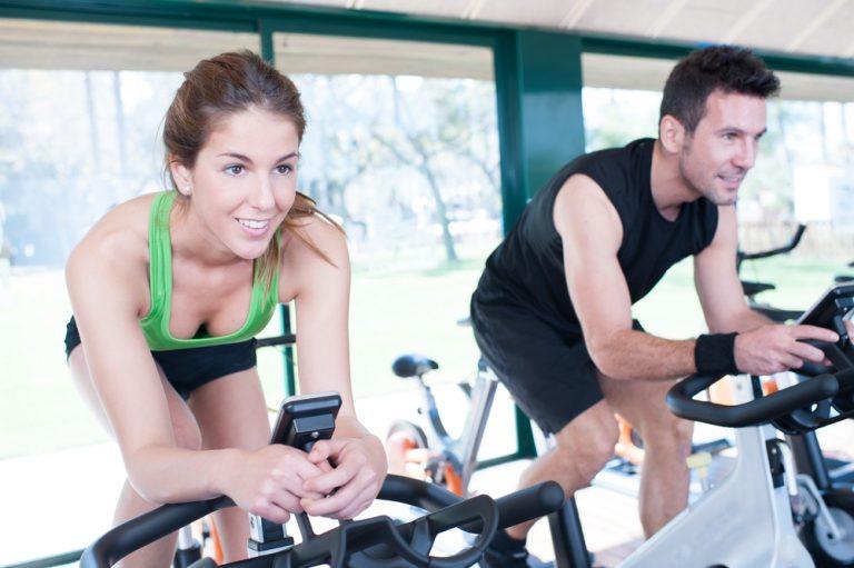 használt technogym spinning kerékpár edzés közben